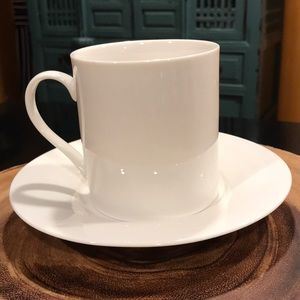 Set of 4 ceramic cups and saucers